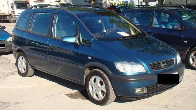 Opel zafira, rocznik 2001, silnik 2,0 diesel o mocy 101 KM, cena 17.200 zł plus opłaty, sprowadzony z Niemiec. (fot. Czesław Wachnik)