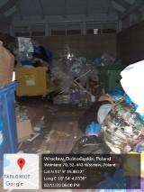 Wrocław. Sterty śmieci na nowym osiedlu przy ul. Wełnianej. Kto za to odpowiada?