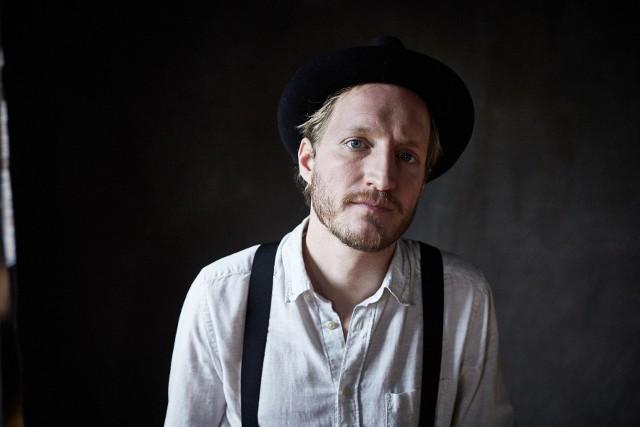 """Jeremiah Fraites, autor piosenek i multiinstrumentalista, prezentuje debiutancki album """"Piano Piano"""". Znamy go z grupy The Lumineers"""