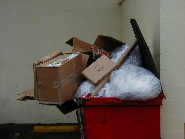 smieciStawki za odbiór śmieci w kraju są różne. Za odpady posegregowane wahają się w granicach 8-15 złotych od osoby, a nieposortowane - od 11 do prawie 20 zł