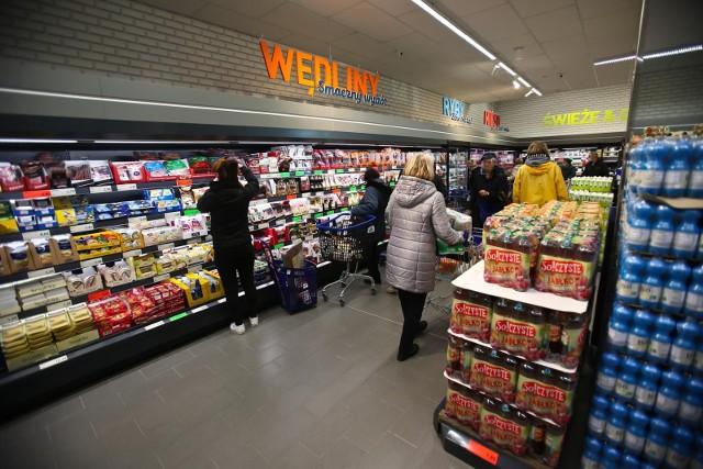 Kolejne znane sieci sklepów planują swoje otwarcie w niedziele niehandlowe.