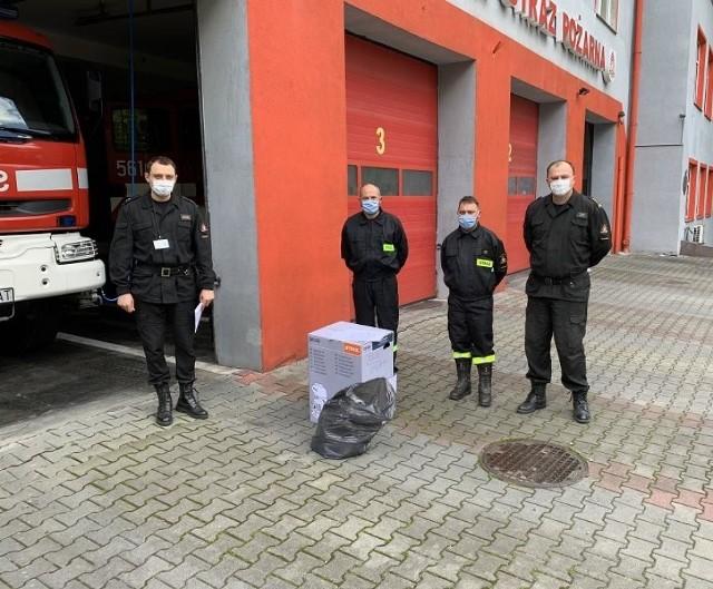 Przekazanie sprzętu odbyło się na terenie Komendy Powiatowej Państwowej Straży Pożarnej w Wieliczce