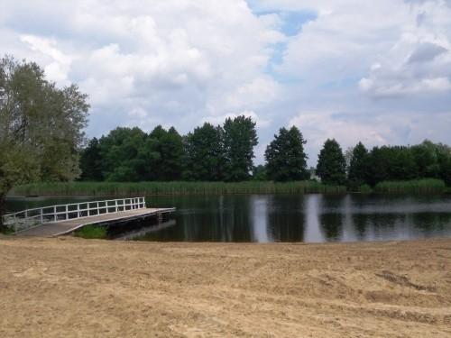 Teraz wszyscy mogą odpoczywać nad jeziorem Czaple na nowej plaży.