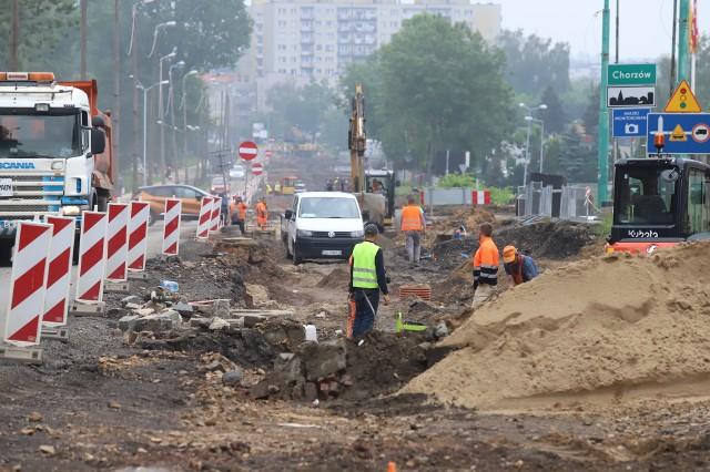 Trwa przebudowa ulicy 3 Maja w Chorzowie. Zobacz kolejne zdjęcia/plansze. Przesuwaj zdjęcia w prawo - naciśnij strzałkę lub przycisk NASTĘPNE