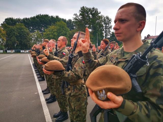 Wśród 68 ochotników, którzy stali się żołnierzami Wojska Polskiego były 24 kobiety