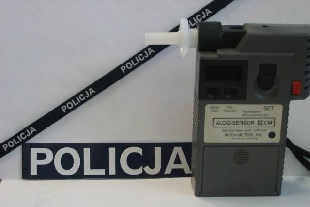 Policyjny alco-test wykazał 2,3 promila alkoholu u zatrzymanego kierowcy żuka