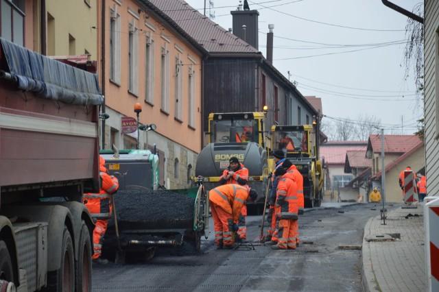 Wszystko wskazuje na to, że prace remontowe na bocheńskich ulicach potrwają przynajmniej do końca roku. Oby planów drogowcom nie pokrzyżowała pogoda, ostatecznie to kapryśna jesień