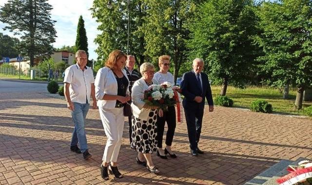 W niedzielę, 12 lipca delegacja złożyła kwiaty pod pomnikiem ofiar pacyfikacji Garbatki-Letnisko przez okupantów w czasie II Wojny Światowej.