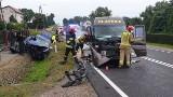Wypadek osobówki i busa kursowego na drodze krajowej nr 42 w Bliżynie. Poszkodowanych sześć osób [ZDJĘCIA]