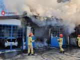 Kraków. Duży pożar w warsztacie samochodowym przy ul. Malborskiej i Dauna [ZDJĘCIA]