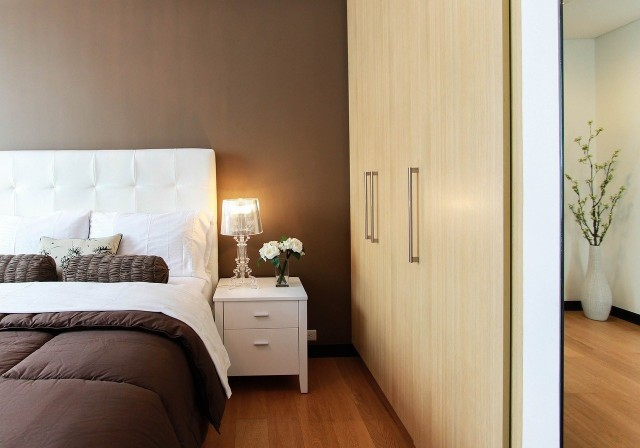 Sprawdź w naszej galerii 10 pomysłów na urządzenie małej sypialni w bloku>>>