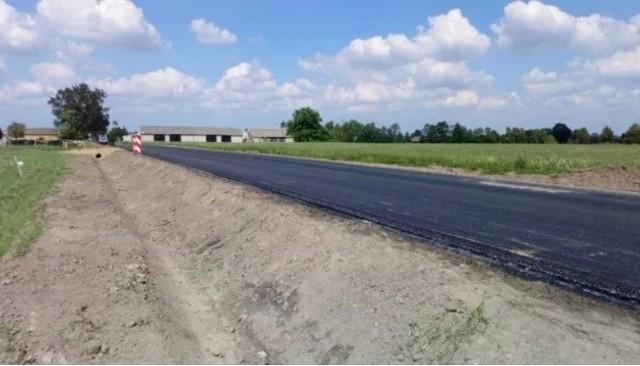 Przebudowana droga w miejscowości Popławy