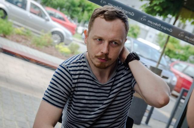 Antoni Syrek-Dąbrowski, improwizator i scenarzysta, wystąpi w Łodzi 12 lipca.