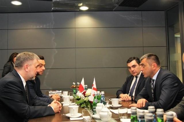 Marszałek Marek Woźniak oraz gubernator Imeretii Shavlego Tabatadze rozmawiali o szczegółach współpracy obu regionów.