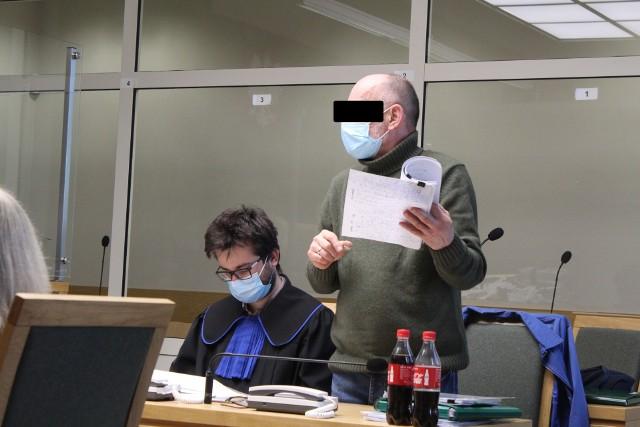 Oskarżony Jan T. ze swoim obrońcą podczas jednego z procesów przed krakowskim sądem