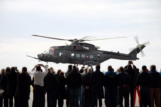 AW101 ma prawie 23 m długości i ponad 6,5 m wysokości. Waży 15,6 tony. Na pokład zabiera dwóch pilotów i, w zależności od wersji, około 30 rozbitków, ponad 26 żołnierzy, 16 noszy lub 5 ton ładunku.