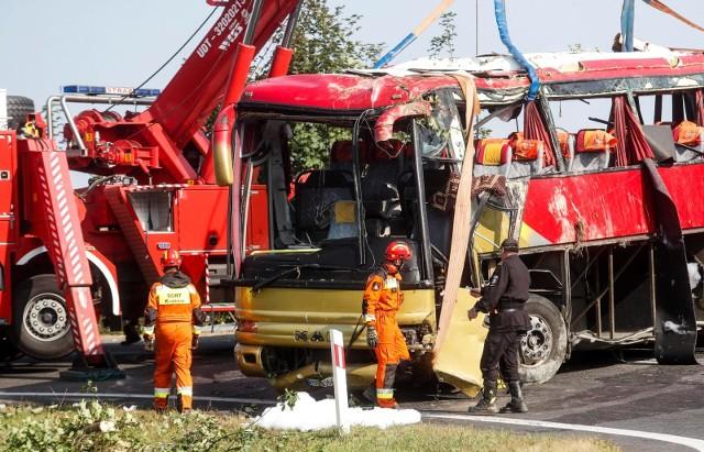 W wypadku ukraińskiego autokaru w Leszczawie Dolnej śmierć poniosły trzy osoby, kilkadziesiąt zostało rannych.