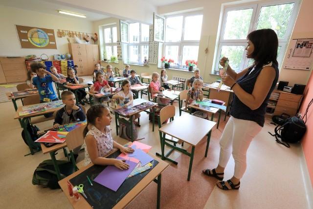 Nauczyciele, psychologowie i rodzice są zgodni, że dziecięce umysły pracują najlepiej rano, kiedy są wypoczęte. Im później, tym efektywność nauki spada