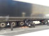 Wypadek w centrum Szczecina. Motocykl wpadł pod ciężarówkę