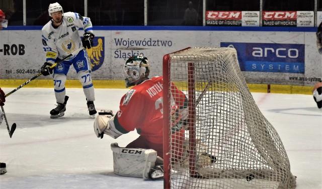 Ekstraklasa hokejowa: Re-Plast Unia Oświęcim - Zagłębie Sosnowiec  6:2.  Na zdjęciu: Teddy Da Costa zdobywa drugą bramkę dla oświęcimian.