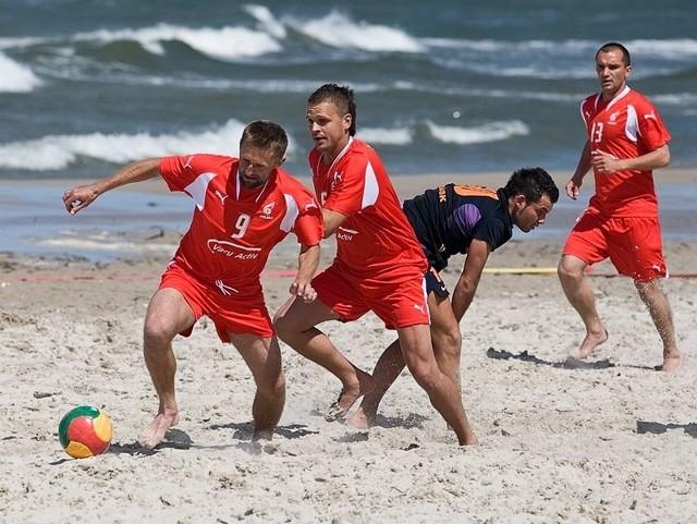 Świetnie spisali się w sparingowym meczu beach soccera zawodnicy Vacu Activ Słupsk. Pokonali na plaży w Ustce zespół Copacabany Gdańsk 7:2.
