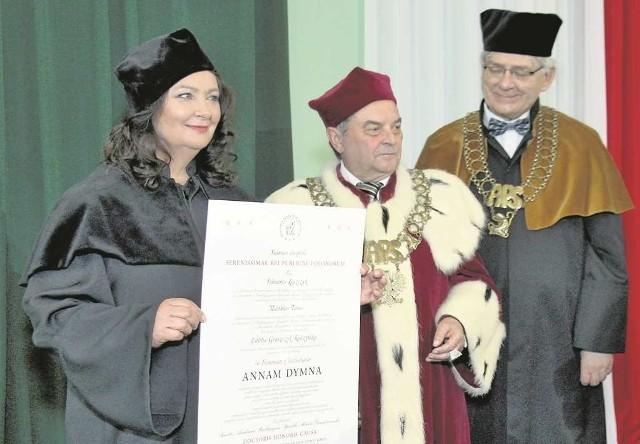 Anna Dymna z jej pierwszym doktoratem honoris causa