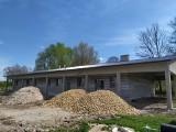 Trwa adaptacja budynku gospodarczego w Strzałkowie na inkubator przetwórstwa rolnego. Wykonano wszystkie roboty konstrukcyjne obiektu