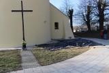 Ludzkie szczątki znalezione na terenie parafii w Dysie już po oględzinach konserwatorskich. Co dalej?