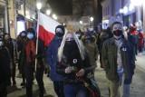 Protest Kobiet w Rzeszowie w Dzień Kobiet. Tym razem nie było słychać przekleństw. Było za to o prawach kobiet i polityce samorządu [FOTO]