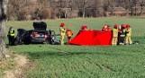 Tragiczny wypadek na drodze między Jaworem a Złotoryją. Auto uderzyło w drzewo, trzech młodych mężczyzn zginęło na miejscu [ZDJĘCIA]