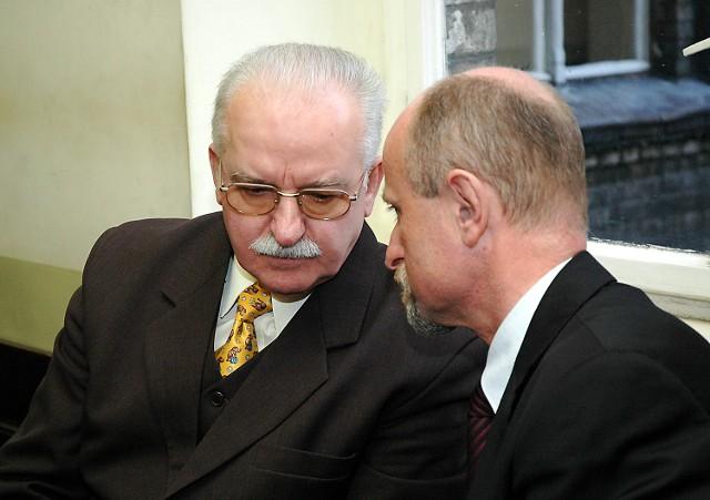 Na prośbę adwokatów Marian Jurczyk (z lewej) wyjaśnił, że przed rozprawą rozmawiał z Zalewskim o kłopotach Stoczni Szczecińskiej Nowa.