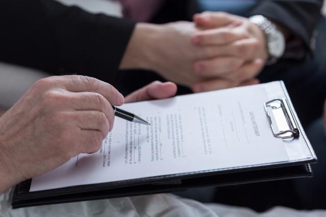 Testament, inaczej ostatnia wola - poradnik. Testament powinien być napisany pismem odręcznym i opatrzony własnoręcznym podpisem