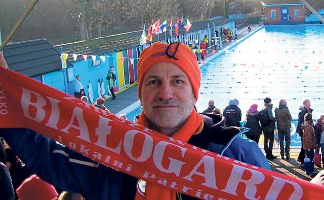 Wicemistrz Europy w pływaniu ekstremalnym Bogusław Kaźmierczak podczas zawodów w Londynie. Jest białogardzianinem, ma 62 lata, prezesuje klubowi morsów Sopel z Białogardu.