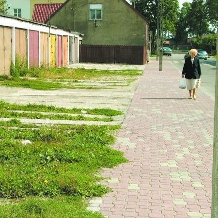Placyk przy ulicy Ciesielskiej straszy swoim wyglądem. Właściciele garaży chcą, aby miasto uporządkowało teren.