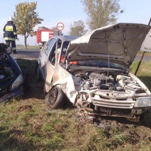 W wypadku pod Byczyną dwie osoby zostały ranne. Kierująca oplem kadettem uderzyła w skręcającego w lewo opla astrę.