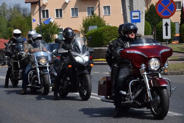 Bractwo Motocyklowe Krajna otworzyło sezon motocyklowy. Do Sępólna Krajeńskiego na Plac Wolności zjechali się miłośnicy dwóch kółek z regionu. Rozpoczęli mszą św. kościele parafialnym. Później pognali na swoich maszynach do Sypniewa.