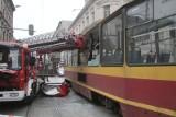 Wypadek w drodze do wypadku. Nie żyje robotnik, ranni strażacy! [NOWE FAKTY]