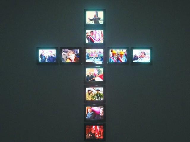 Piotr Wysocki, Krzyż, 2010 r., instalacja wideo