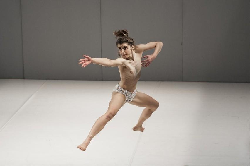 """""""Wycieka ze mnie złoto"""" to taneczny projekt o potrzebie..."""