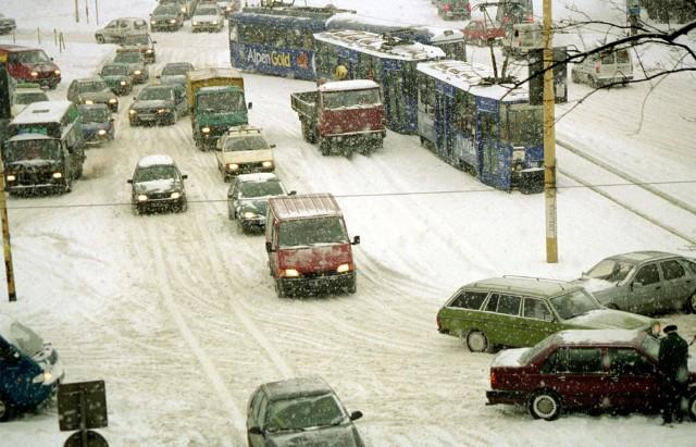 21 grudnia rozpoczyna się astronomiczna zima. 22 grudnia zaczyna się zima kalendarzowa. Zobaczcie, jak kiedyś wyglądała ta pora roku w naszym mieście i regionie.Zdjęcia pochodzą z lat m.in. 2001, 2006, 2007, 2010, 2012 czy 2015.