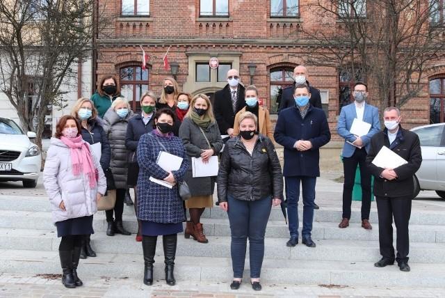 Członkowie Rady Rodziny z zastępcą burmistrza Myślenic Mateuszem Sudrem