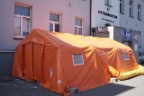 Mobilna izba przyjęć, czyli pacjentki wchodzą przez pomarańczowy namiot w szpitalu położniczym im. Rydygiera