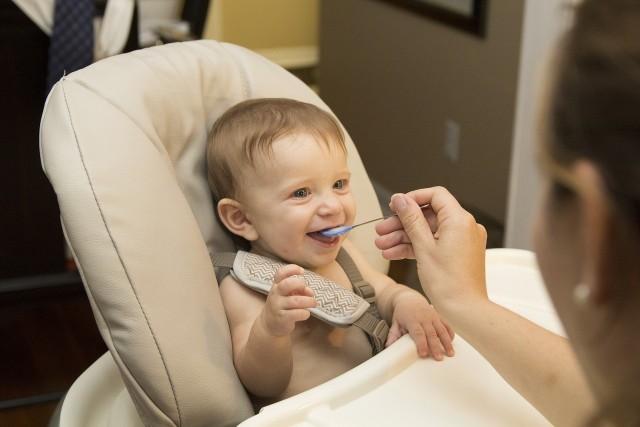 Rodzinny Kapitał Opiekuńczy, czyli 12 000 zł przysługujące na dzieci w wieku 12-36 miesięcy, nie obejmie urodzonych przed 1 stycznia 2022 roku.