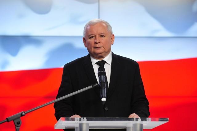 Ogłoszenie składu nowego rządu na konferencji prasowej prezesa PiS Jarosława Kaczyńskiego oraz Beaty Szydło