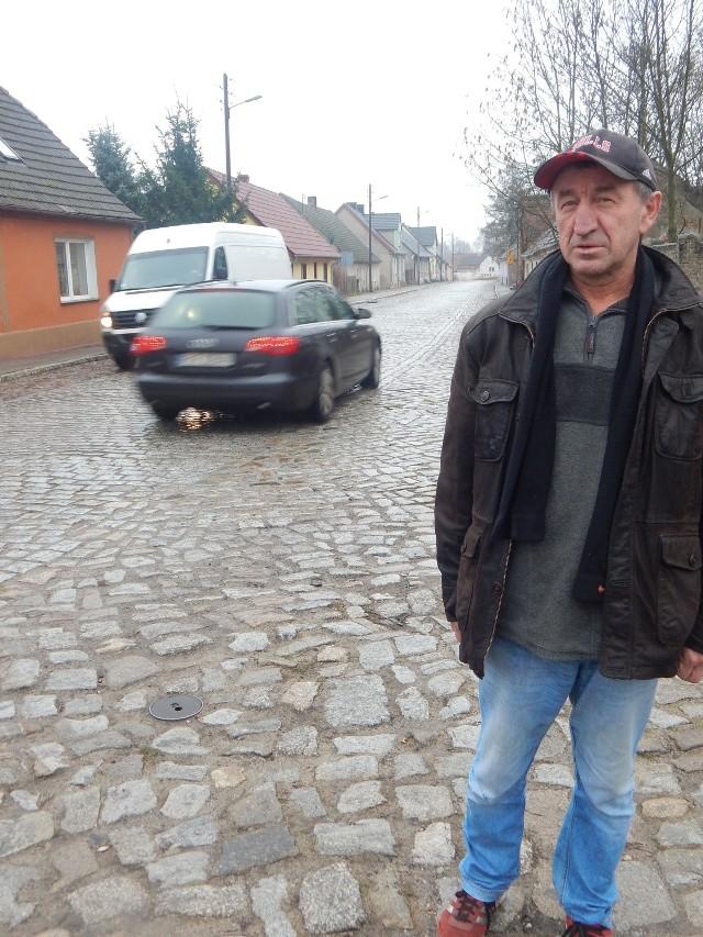 Zdania mieszkańców na temat drogi w Bobrowicach są podzielone.