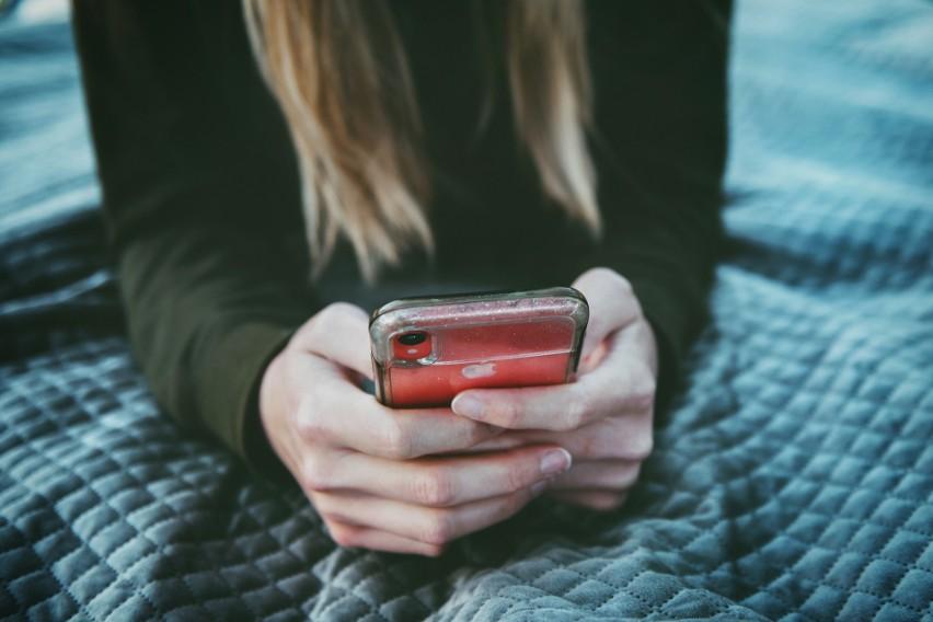 Jak sprawdzić, czy jest się na kwarantannie lub izolacji domowej? Odbierz telefon z tego numeru