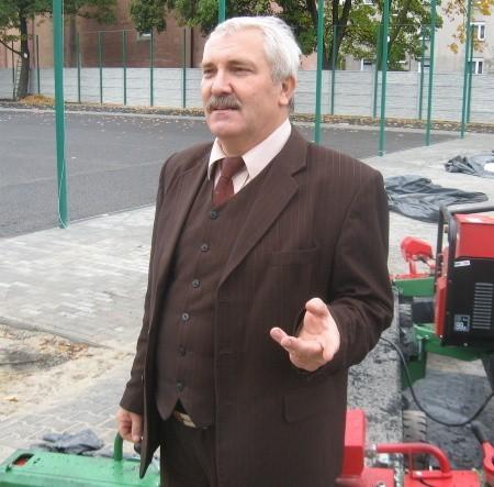 - Doczekaliśmy się wreszcie nowoczesnego boiska - mówi Mirosław Zengiel.