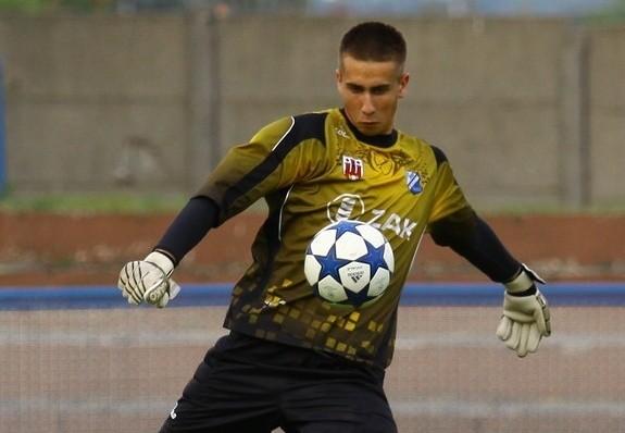 Młodzieżowy bramkarz Grzegorz Wnuk po półrocznej przerwie znów znalazł się w kadrze klubu z Kluczborka.