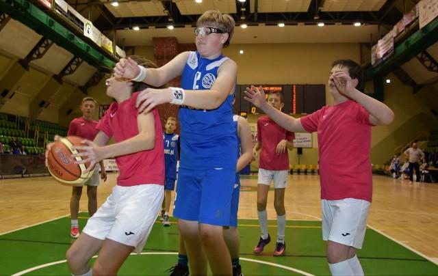 W ramach Inowrocławskiego Święta Koszykówki, na parkiecie hali widowiskowo-sportowej zmierzyły się drużyny KSK Noteć Inowrocław - UKS MGOKSiR Gniewkowo (chłopcy rocznik 2006). Wygrała ekipa Inowrocławia 50 do 38.