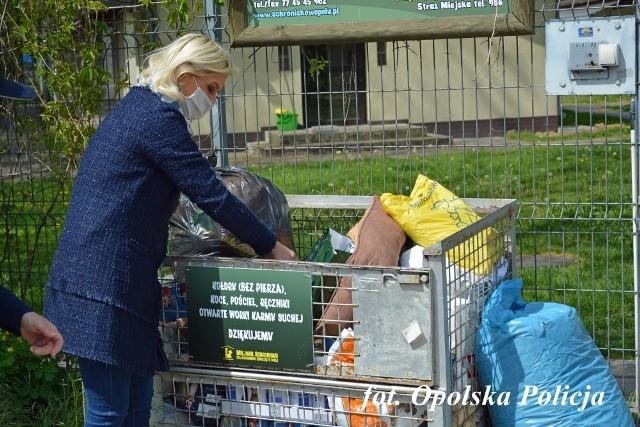 Policjanci i pracownicy opolskiej komendy pomogli bezdomnym zwierzętom.
